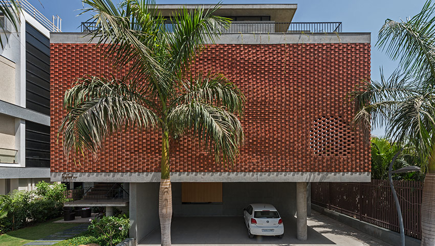Brick Curtain House_Nidhi / Design Work Group © phxindia – Sebastian Zachariah, Ira Gosalia