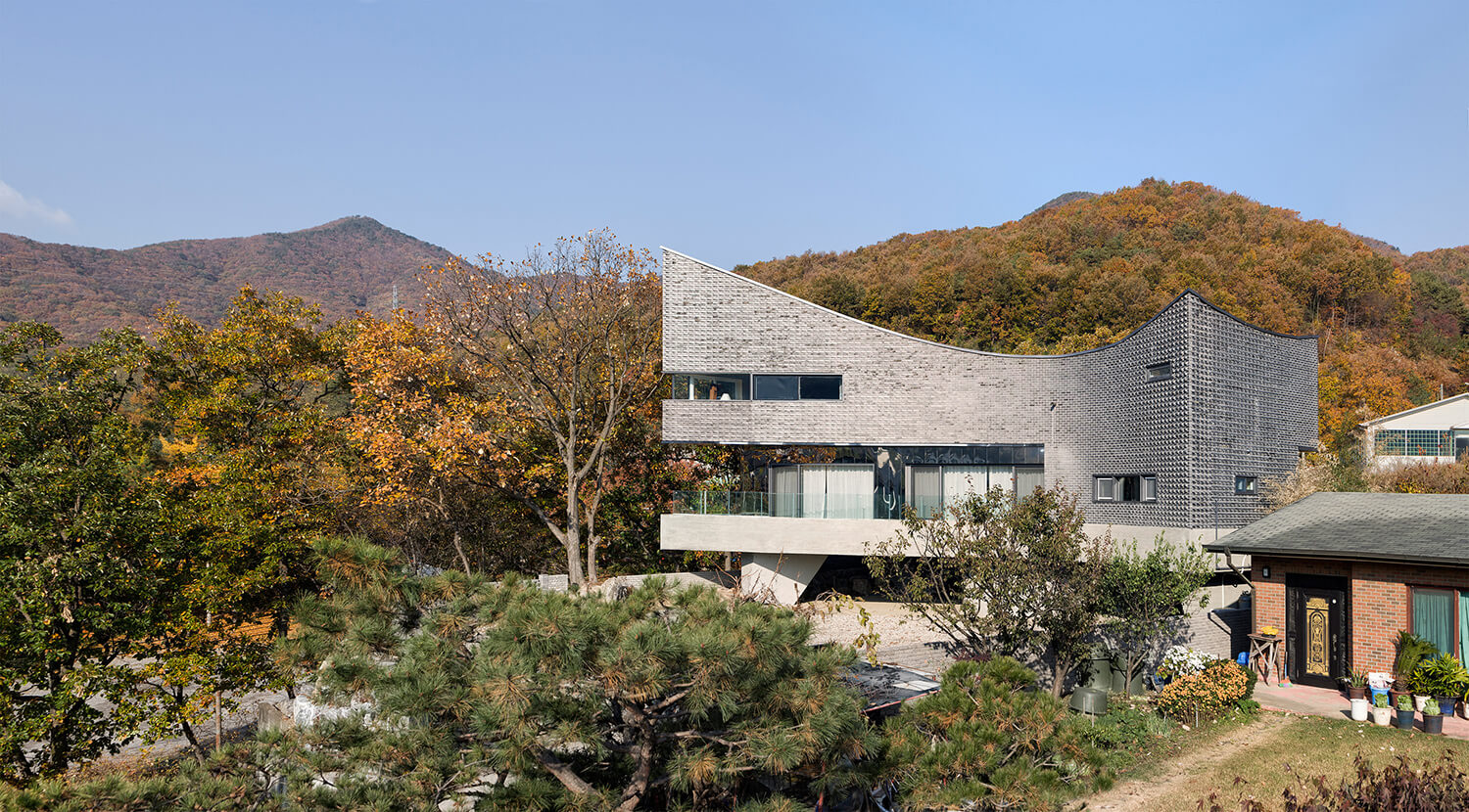 © Sun Namgoong - The Curving House / JOHO Architecture