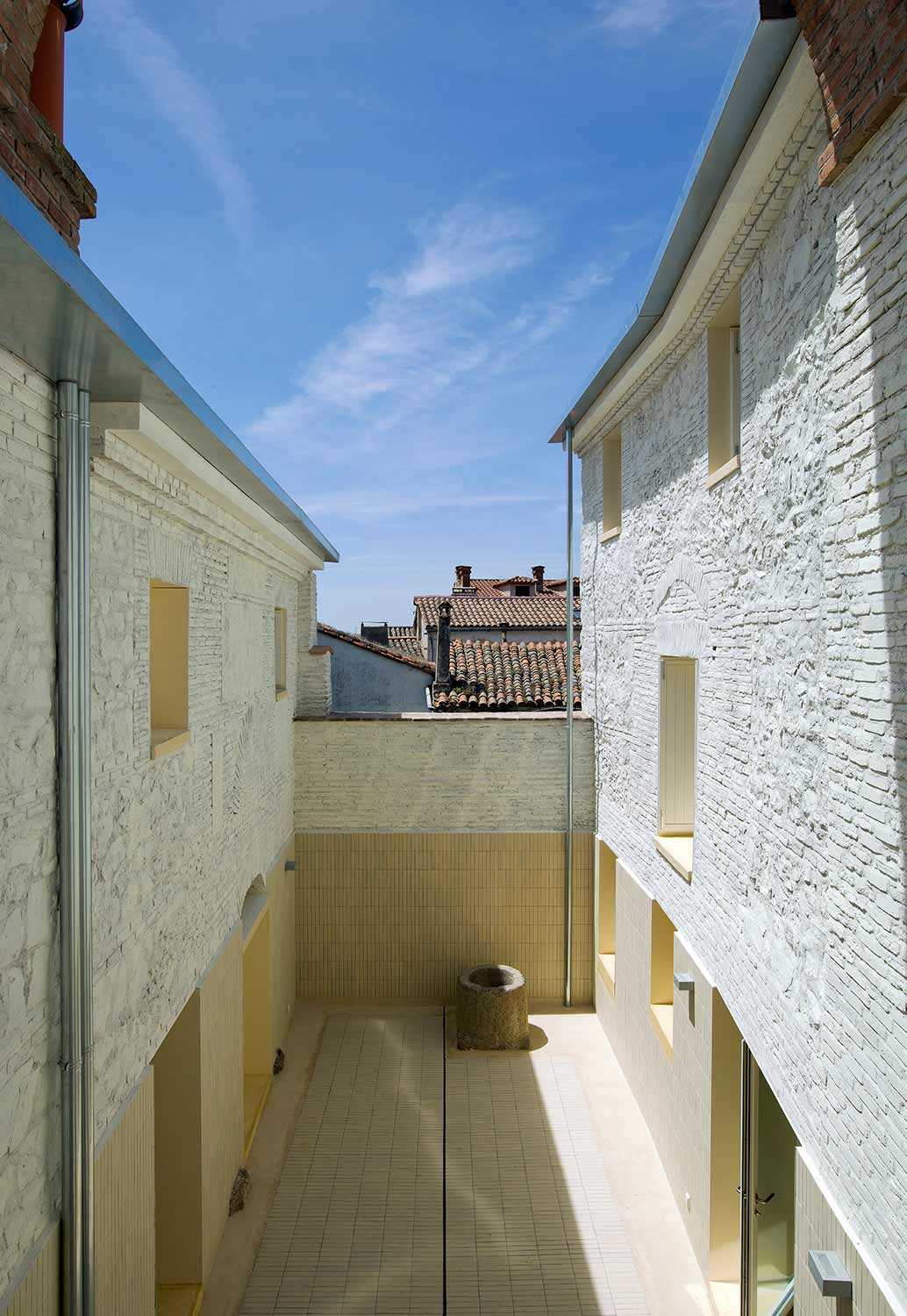 © Luis Asín / Paredes Pedrosa Arquitectos / Two Houses in Oropesa