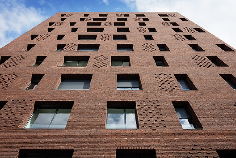 38 Housing Units / Avenier Cornejo Architectes