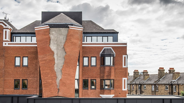 Six pins and half a dozen needles / Alex Chinneck