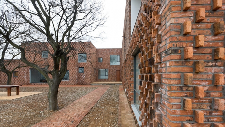 Brick House / AZL architects