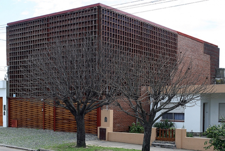 House of Sieves / Francisco Cadau
