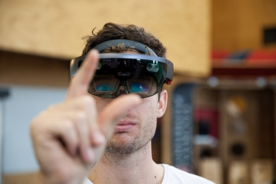 Augmented reality. New technology to achieve complex tasks in building construction.